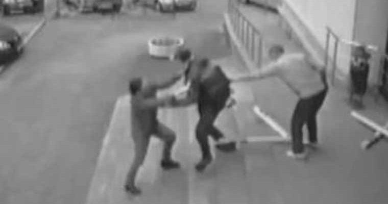 убитый росгвардия житель екатеринбург владимир таушканов угрожал ножом видео