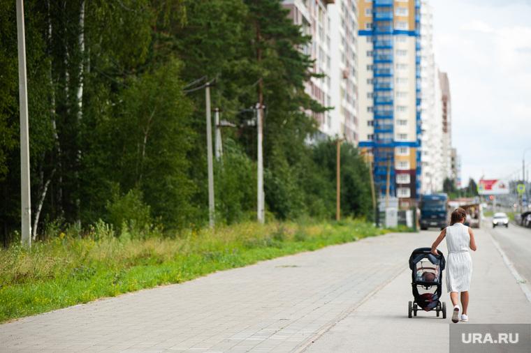 В Челябинске младенец получил сильные солнечные ожоги в коляске