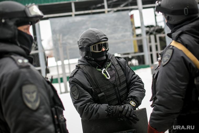 В Екатеринбурге силовики при штурме квартиры застрелили вора. Он украл обои