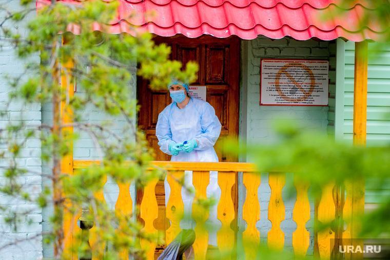 В ХМАО растет число медиков, заболевших коронавирусом