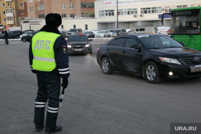 В Тюмени силовики преследовали лифтера. В это время его ждали 11 застрявших в шахте человек