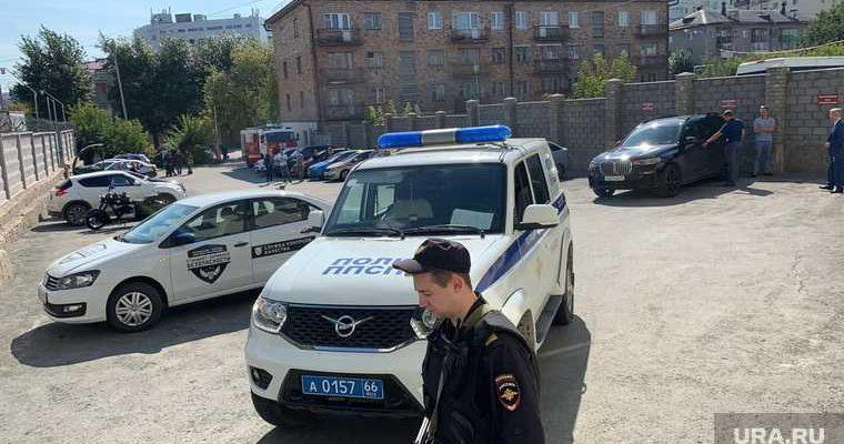 Екатеринбург Гурзуфская Ф-1 Горелых зарплата полгода 400 тысяч