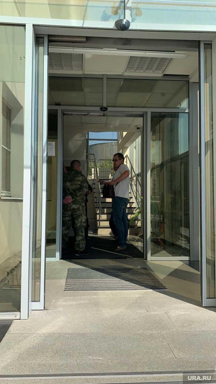 Екатеринбург мужчина с гранатой пришел требовать зарплату
