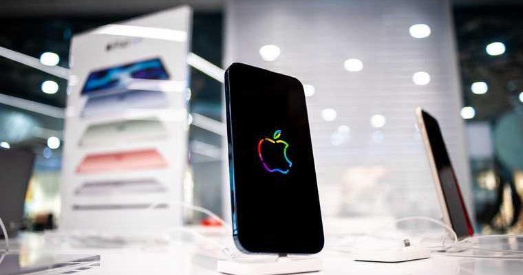 Apple iPhone теории заговора начал работать хуже 12