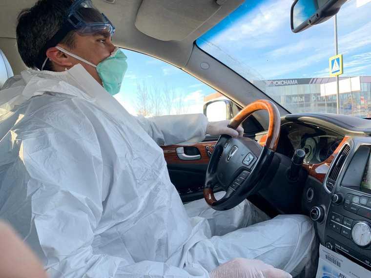 Для врачей, спасающих от коронавируса, введут спеццены на такси