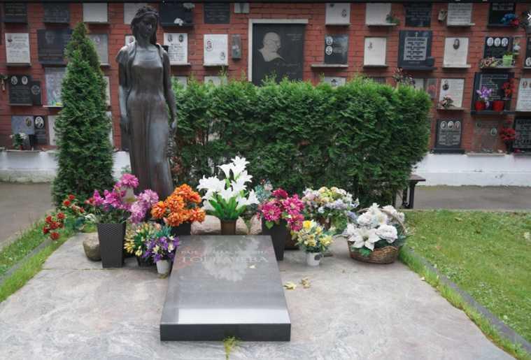 Горбачев показал место, где будет похоронен. «Забронировано». Фото