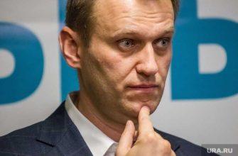 соцсети поругались из-за суда над Навальным