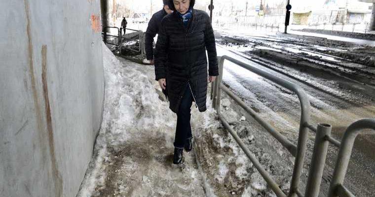 Челябинск Котова зима весна уборка снега тротуар дороги снегопад