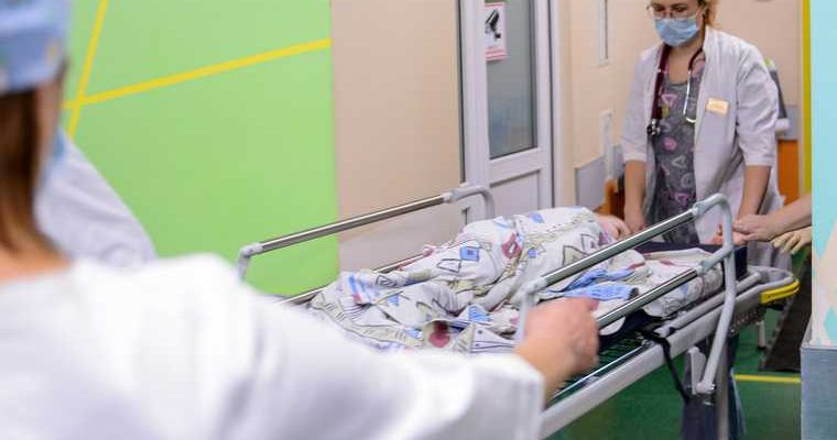 новости хмао ребенок провалился пострадал получил ожоги шел в детский сад по дороге в детсад воспитанник
