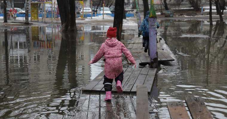 новости хмао затопила подъезд к детскому саду не могут отвести детей в детсад садик в югорске светлячок затопило улицу талый снег