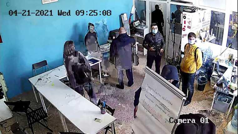 В штабе Навального в Екатеринбурге проходят обыски. Фото