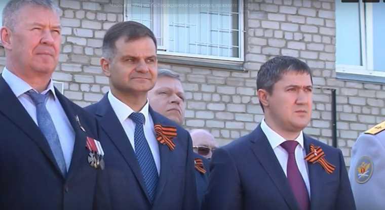 На Параде Победы в Перми губернатор обозначил круг приближенных. Фото