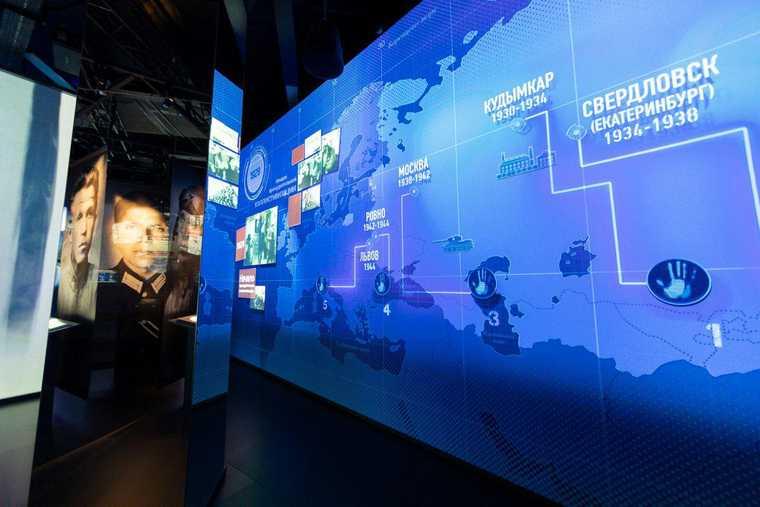 Свердловский «клуб генералов» собрался на выставке меценатов. С продолжением в кабинете губернатора