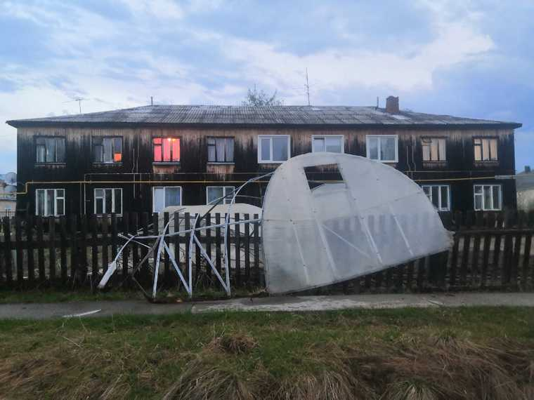 Ураган оставил жителей ХМАО без электричества. Видео