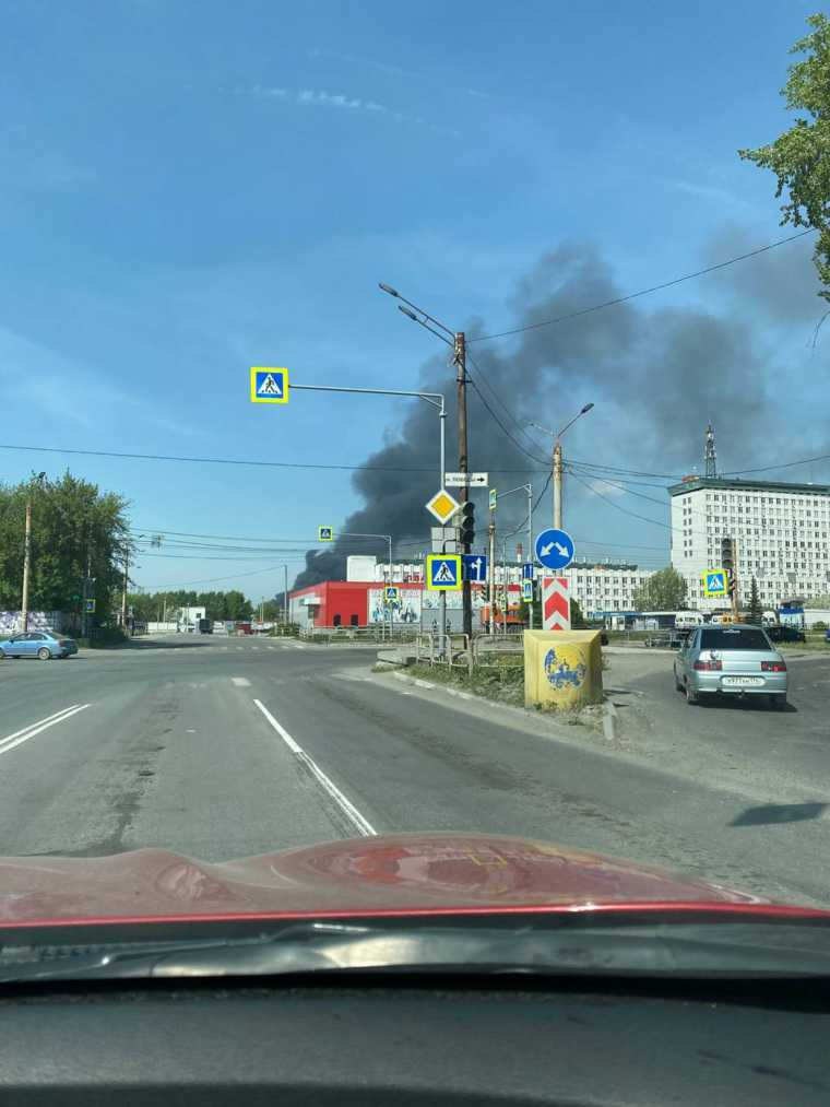В Миассе начался пожар. Фото, видео