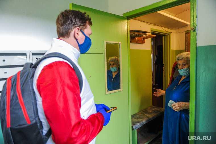 Волонтеры МГЕР помогают пожилым людям купить необходимые продукты во время карантина. Челябинск