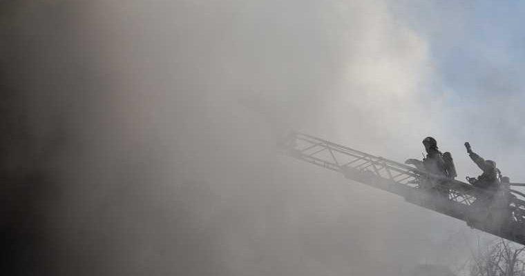 Челябинская область город Миасс пожар цех запчастей фото